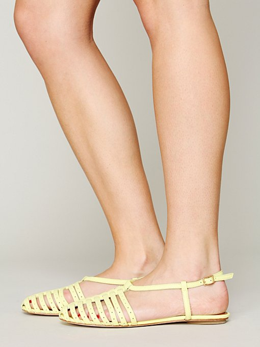 Dolce Vita Austin Sandal in beach-shoes