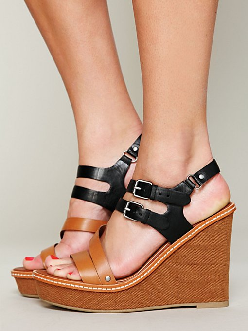 Dolce Vita North Wedge in black-wedge-sandals