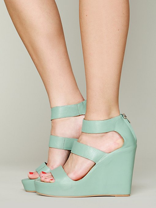 Matiko London Wedge in beach-shoes