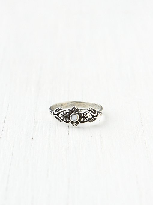 Delicate Organic Stone Ring in bohemian-rings